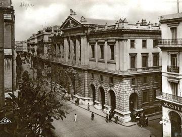 Le palais de justice. Rue Constantine